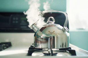Tại sao không nên sử dụng nước đun sôi để nguội ?